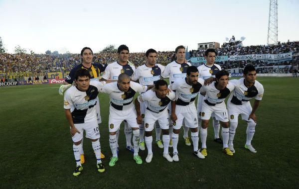 El equipo que logró el tan ansiado ascenso a primera división. (Foto: N. Juncos)