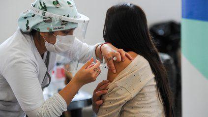 Coronavirus: fueron vacunadas casi siete de cada diez personas mayores de 18 años de todo el país