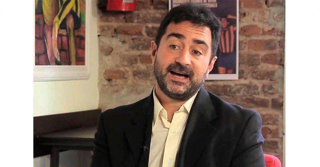El periodista Roberto Caferra fue atacado por una raya.