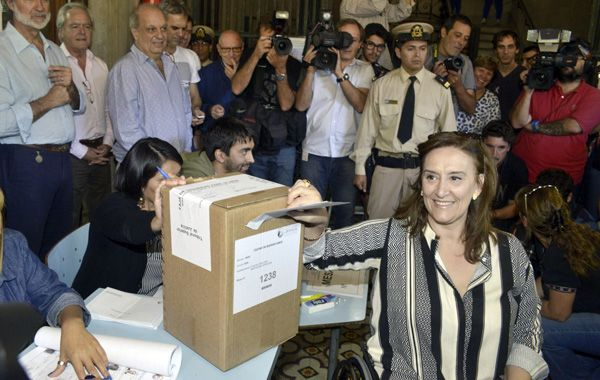 Michetti vota. La precandidata habría terminado detrás de Larreta en la interna del PRO.
