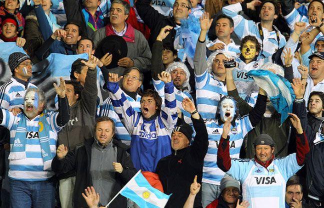Los hinchas argentinos se multiplicaron en Dunedin para apoyar a Los Pumas.