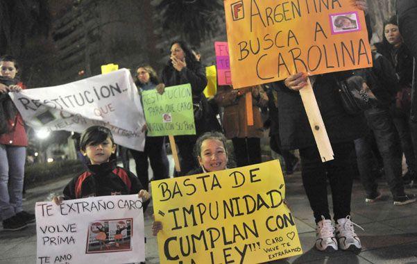Familiares y amigos del padre de la nena marcharon pidiendo el regreso de Carolina.