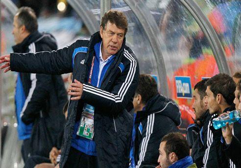 El técnico de Grecia presentó la renuncia