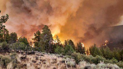 El incendio forestal más grande de Estados Unidos se expande por Oregon