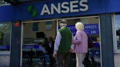 Los jubilados y pensionados con DNI finalizado en 4 cobran hoy sus haberes.