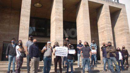 El colectivo que nuclea a más de 640 dueños de locales comerciales en Santa Fe se manifestaron frente a la Municipalidad.