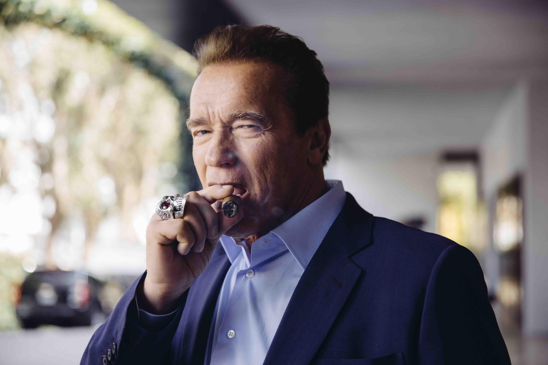 Cigarro en mano. A los 67 años