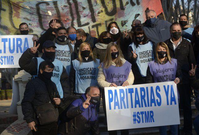 UN NUEVO RECLAMO. Los trabajadores denuncian que arrastran congelamientos salariales.