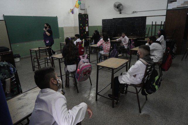 Amsafe pide suspender las clases presenciales en las ciudades donde crecieron mucho los contagios
