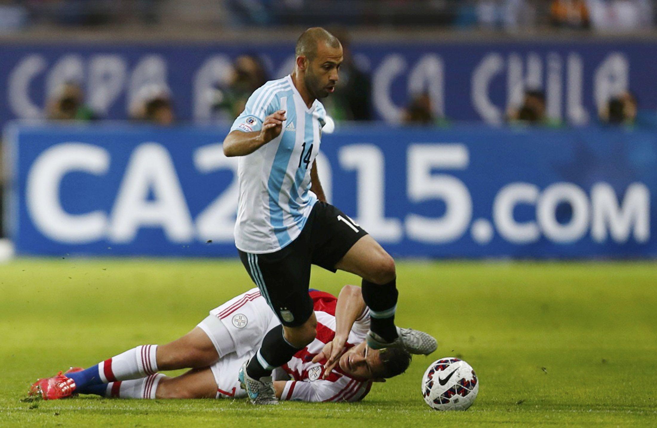 Siempre al frente. Javier Mascherano fue uno de los jugadores argentinos que más autocrítico se mostró luego del empate frente a Paraguay.