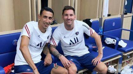 Angelito y Messi en el vestuario de PSG tomando mates antes de una práctica.