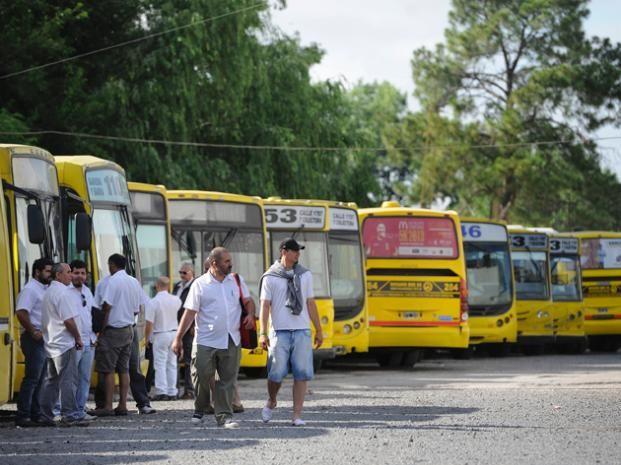 La muerte de una chofer de la línea Rosario Bus abrió el debate sobre la inseguridad en los ómnibus del transporte urbano de pasajeros.