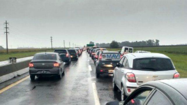 La ruta 3 que une a Olavarria con Cañuelas está colapsada por la cantidad de micros y autos