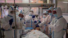 Un paciente es atendido en el hospital Severo Ochoa de Leganés, en las afueras de Madrid.