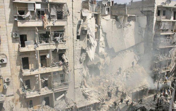 Demolición. Uno de los tres edificios de departamentos destruidos en Aleppo por los misiles de Assad.