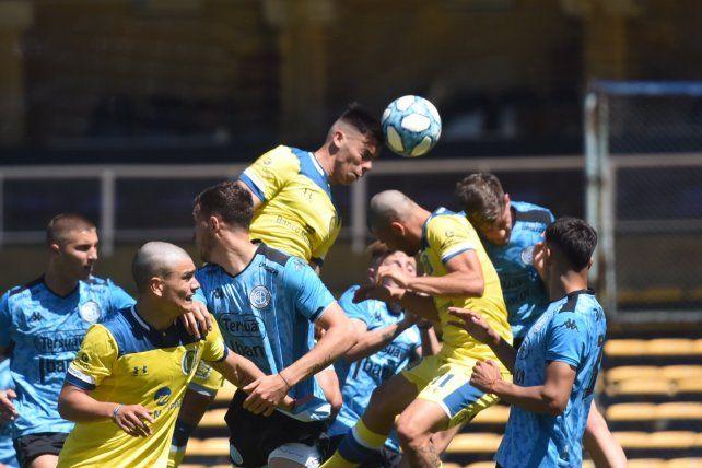 Empate preliminar. Los equipos alternativos de Central y Belgrano igualaron en 2.