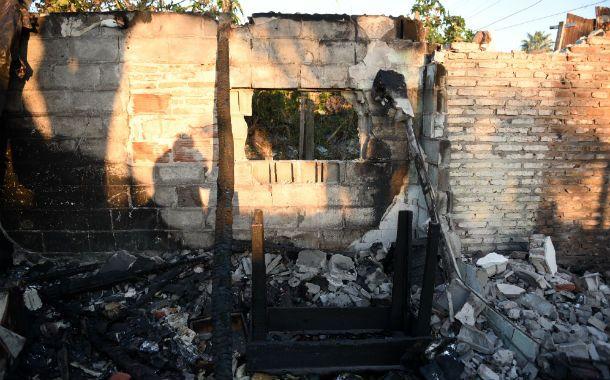 Destrucción. El fuego consumió gran parte de la casa de bulevar Seguí al 5000. Aún no se conocen las causas.