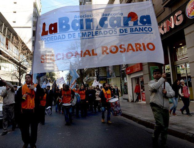 Los bancarios se movilizan hoy y mañana en Rosario. (Foto: S. Salinas)