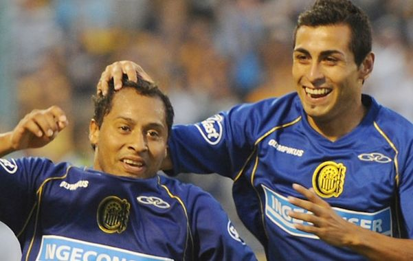 El Sapito Encina marcó el único tanto de penal y Pachi Carrizo se suma al festejo. (Foto: F. Guillén)