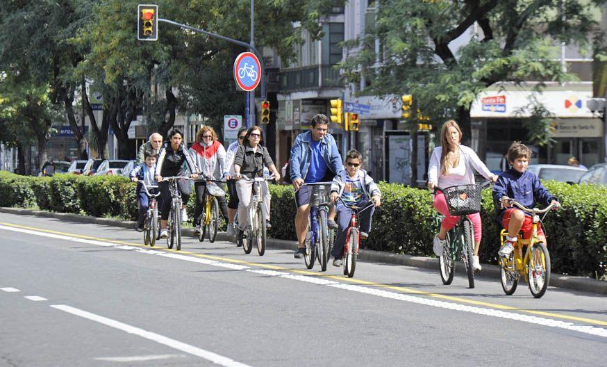 El carril para bicicletas en Pellegrini