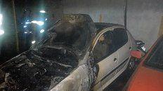 Un incendio en calle López Jordán entre Toscanini y Pérez Colman alcanzó a tres autos