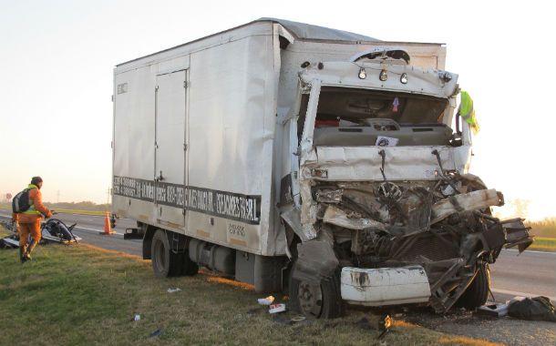 Siniestro. El chofer falleció y el acompañante sufrió heridas de gravedad.