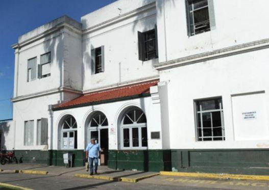 El padre de la niña la llevó al Hospital Roque Sáenz Peña donde fue atendida y quedó en observación.