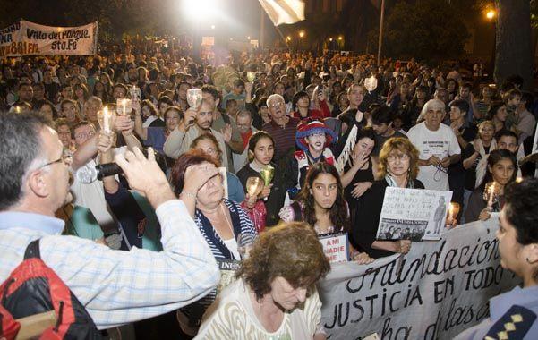Masivo y emotivo reclamo. Damnificados y familiares de las víctimas de la inundación de 2003 participaron del acto.