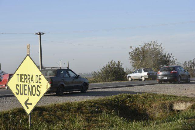 Hoy los automovilistas para ingresar al barrio deben hacer maniobras peligrosas.