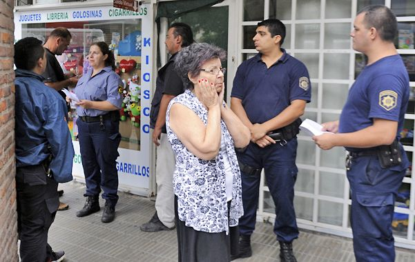 Incomprension. Los vecinos de Mendoza y Juan Manuel de Rosas se vieron conmovidos la mañana de ayer