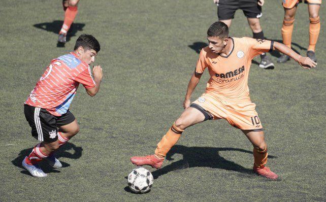 El 10 del naranja. Celso Zacarías es la manija del equipo comandado por Facundo Biondi.