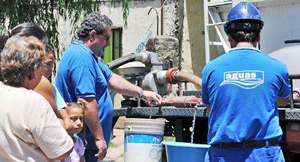 Ya hay 13 barrios sin agua y los empezaron a abastecer con cubas