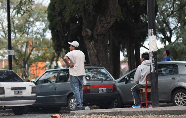 Conflicto con cuidacoches por la construcción del carril exclusivo en Avenida Alberdi