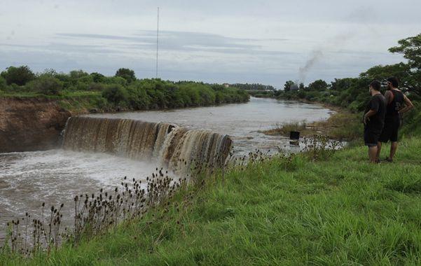 Cascada emblemática. El salto del arroyo Saladillo hoy luce descuidado. La idea es recuperar todo su entorno.