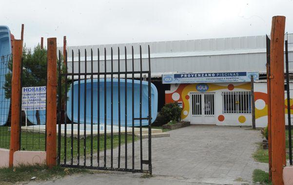 El lugar. La fábrica de piletas donde ocurrió el asalto la mañana de ayer.