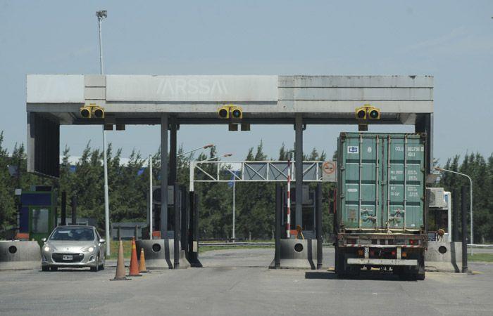 La medida de protesta se cumple en las cabinas del peaje de la autopista Rosario-Santa Fe.