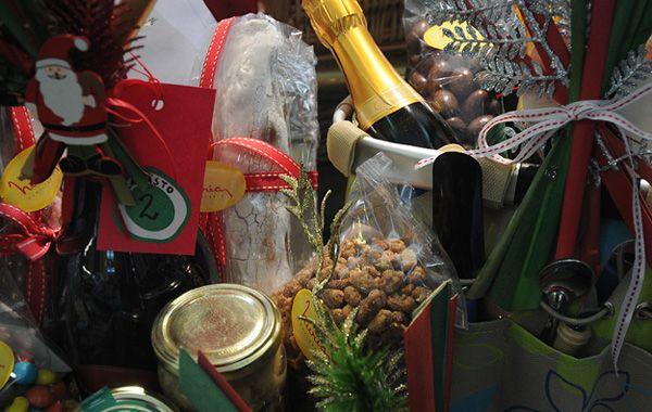 Los artículos de fin de año ya se exhiben en los comercios.