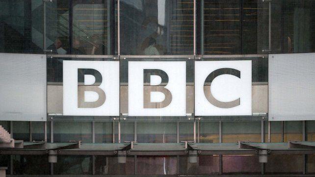 El gobierno británico quiere quitar el impuesto que financia a la BBC