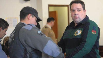 Para la acusación, Mario Segovia es jefe de una asociación ilícita que se dedicó tanto al tráfico ilícito de estupefacientes como al contrabando, fabricación y acopio ilegal de explosivos y de armas.