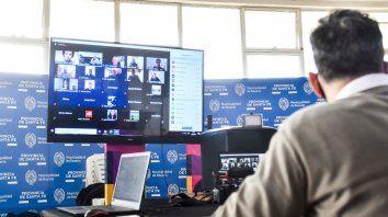 El secretario de Deporte y Turismo, Adrián Ghiglione y el director de Deporte Federado, Diego Sebben, presentaron el sistema a periodistas de la ciudad, por Zoom.