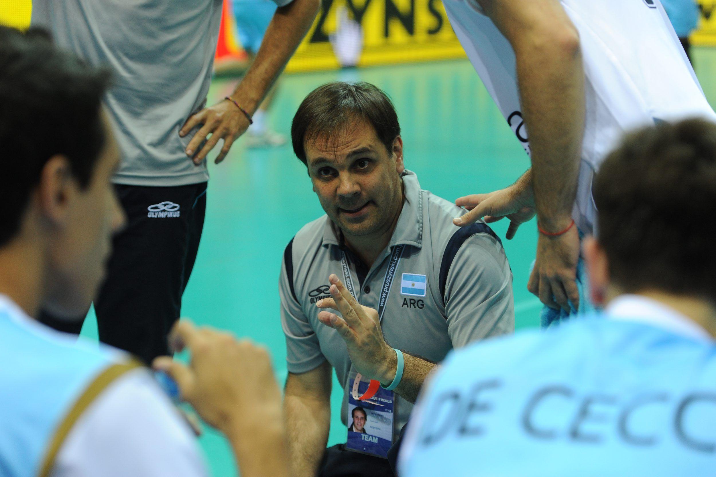 El equipo argentino ya está entre lo ocho mejores y se aseguró un diploma olímpico.