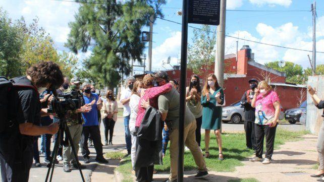 El emotivo acto para recordar a los héroes de Malvinas se realizó en el barrio Techitos Verdes