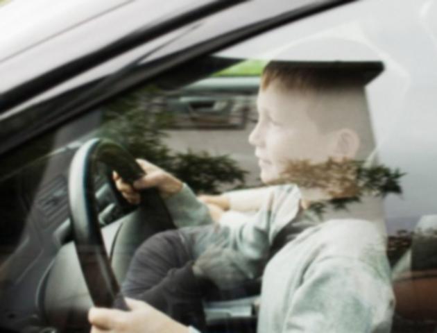 Con 10 años le robó el auto a sus padres, chocó y le dijo a la policía que era un enano