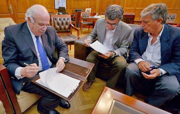 Acuerdo. El convenio de desarrollo productivo fue firmado por autoridades del municipio y de Agricultura nacional.