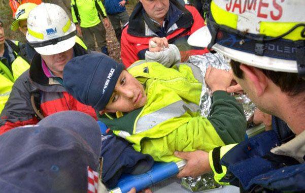 Alivio. Luke llega al campamento donde estaban sus padres. Estaba severamente deshidratado y con hipotermia.