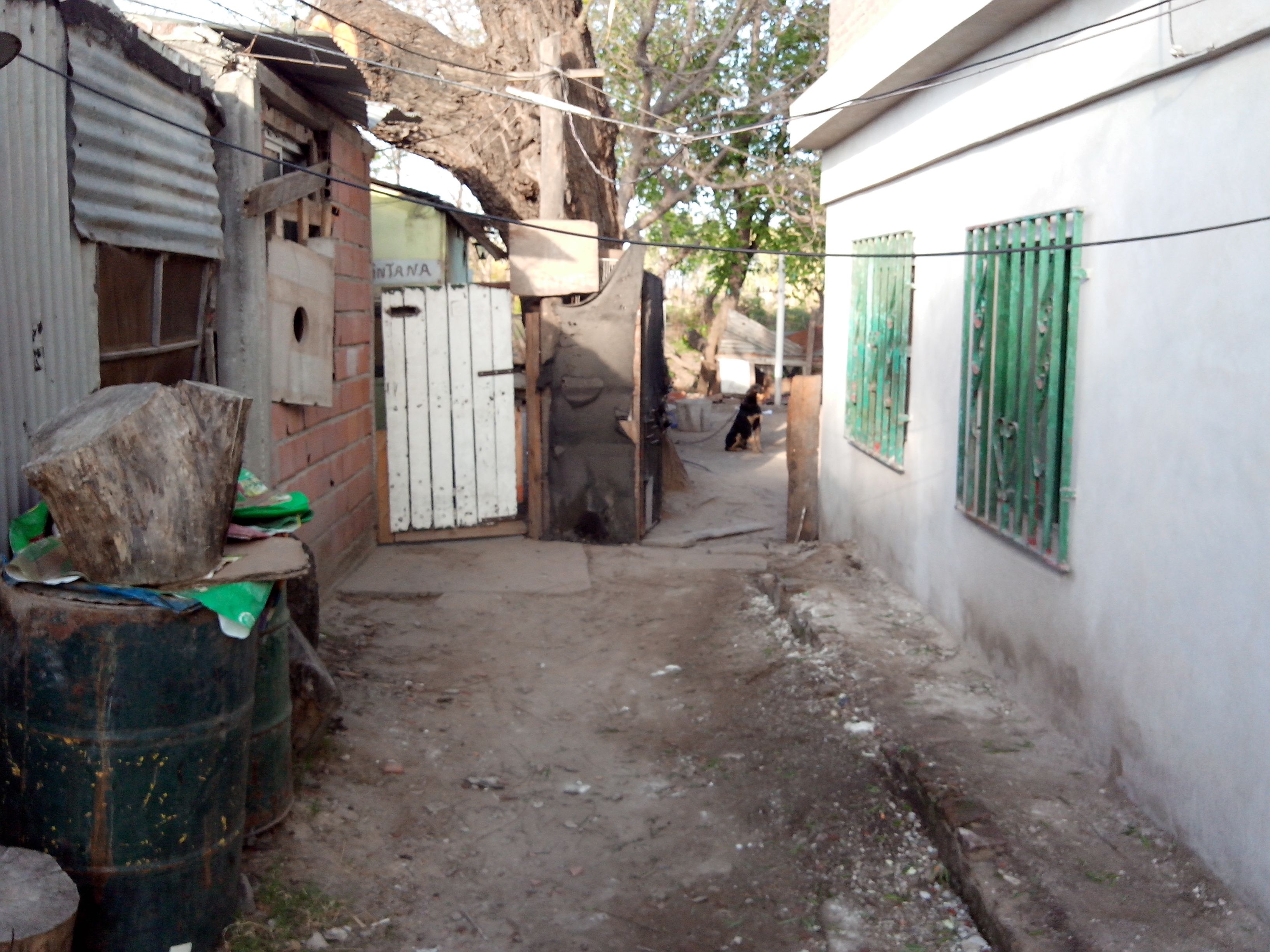 La víctima fue baleada en un pasillo de Casiano Casas al 1900. (Foto: S.S.Meccia)