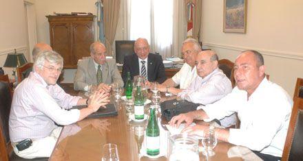 El gobierno provincial citó el viernes a los gremios para discutir salarios