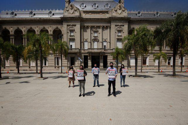 Cinco referentes de Ciudad Futura llevaron un petitorio a la Casa Gris. Ningún funcionario los recibidos.