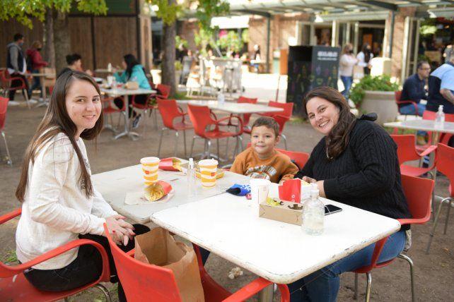 Rocio, Felipe y Diana Algaraña