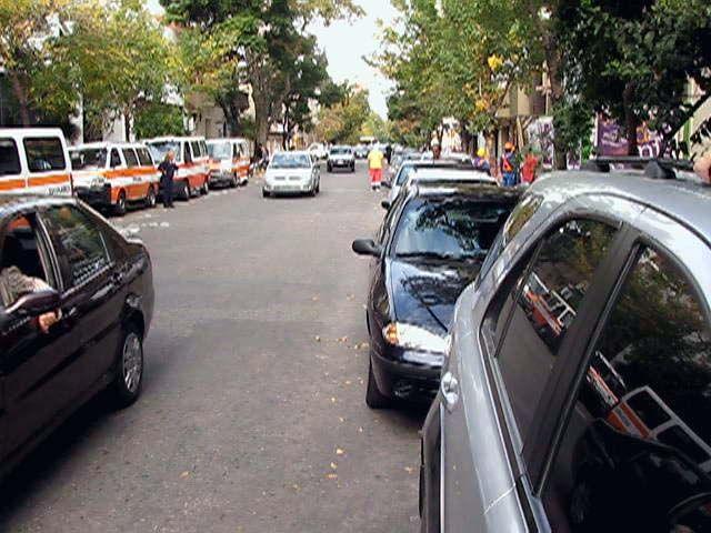 El nuevo estacionamiento sobre calle Alvear debutó y alivió en parte el caos vehicular